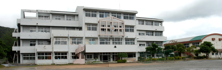 龍南中学校